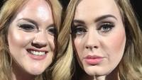 Adele berfoto bersama seorang fans, Emily yang kembar dengannya. dok. twitter/Tom Winkler