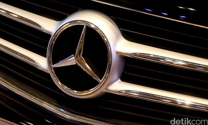 Logo mobil asal Jerman Mercedez-Benz (mercy).