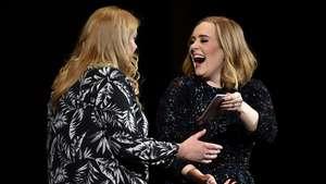 Penampilan Perdana Adele Pasca Melahirkan