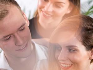 Terganggu dengan Sikap Pacar yang Lebih Perhatian pada Teman-teman Wanitanya