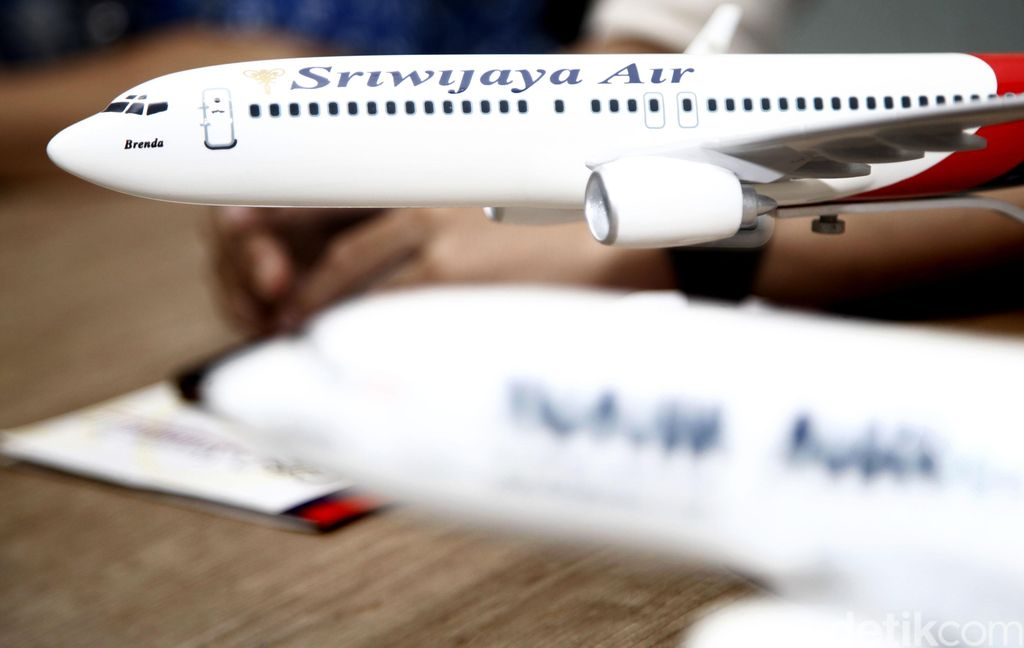 Miniatur pesawat Sriwijaya Air dan Nam Air