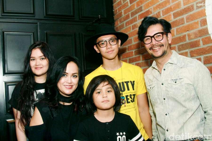 Kompaknya Keluarga Ferry Salim