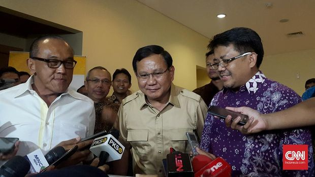 Tokoh-tokoh Koalisi Merah Putih; Ketua Umum Partai Golkar Aburizal Bakrie, Ketua Umum Partai Gerindra Prabowo Subianto dan Presiden PKS Sohibul Iman.