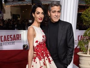 George Clooney Tertangkap Kamera Tinggalkan Italia Pasca Kecelakaan