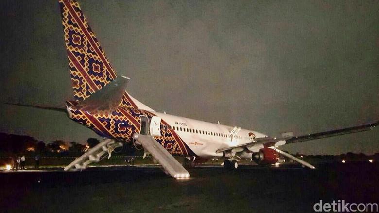 Pesawat Batik Air Dievakuasi, Landasan Bandara Halim Masih Ditutup