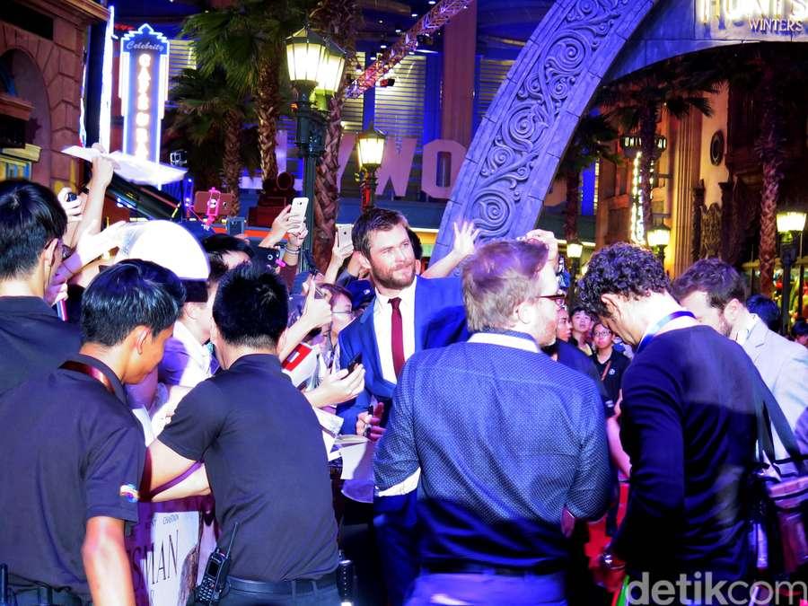 Chris Hemsworth Bikin Fans Singapura Histeris
