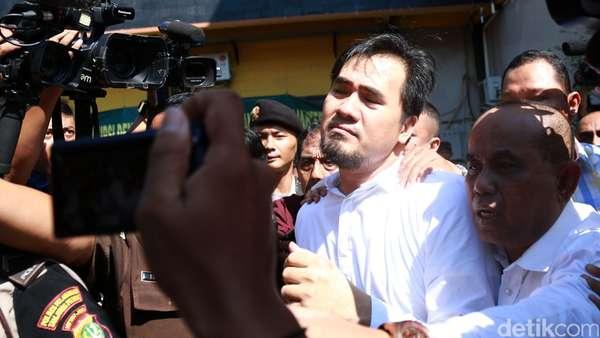 Dipindahkan ke LP Cipinang, Saipul Jamil Lambaikan Tangan