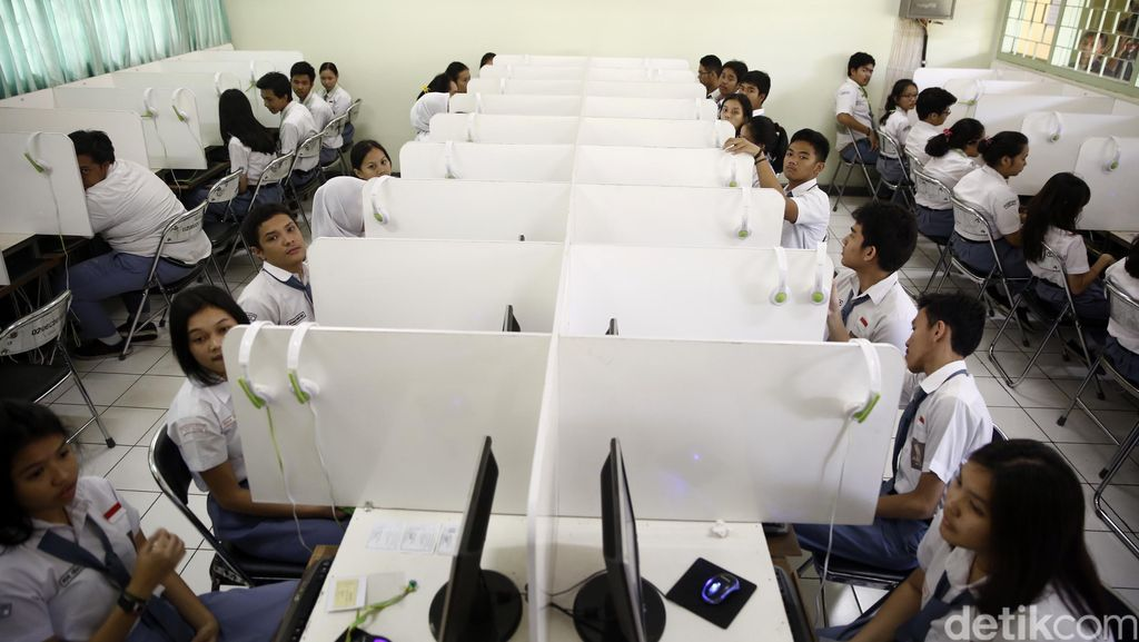 Ujian Nasional SMP di Jakarta: 1 Komputer Dipakai 3 Siswa