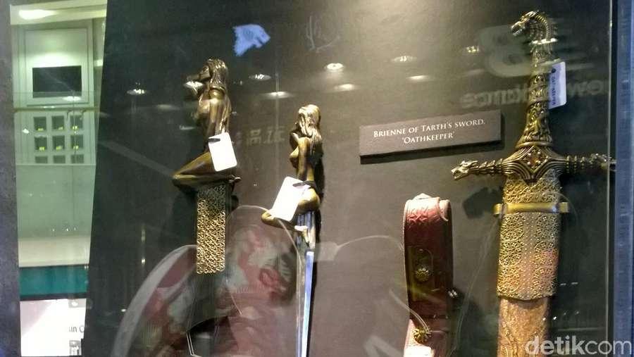 Melihat Pedang-pedang Asli Game of Thrones di #GoTAsiaWoW