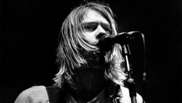 Kurt Cobain, rival dan karib Chris Cornell.