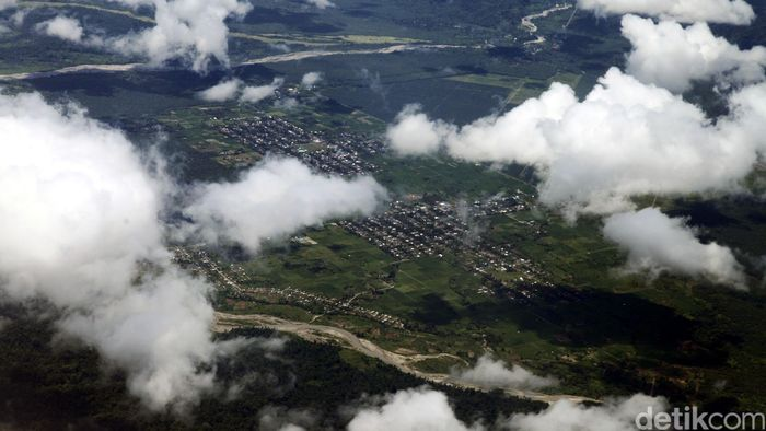 ndahnya Kota Manokwari dari Ketinggian/Foto: Agung Pambudhy