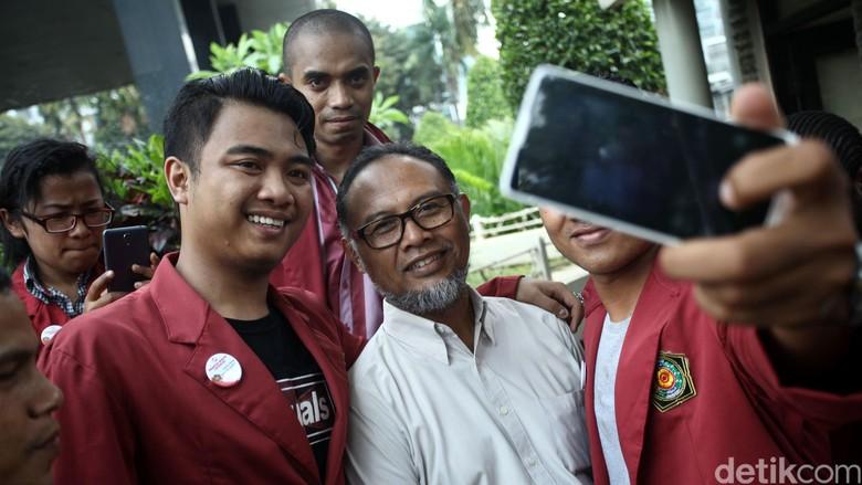 Ketika BW Selfie Bersama Mahasiswa