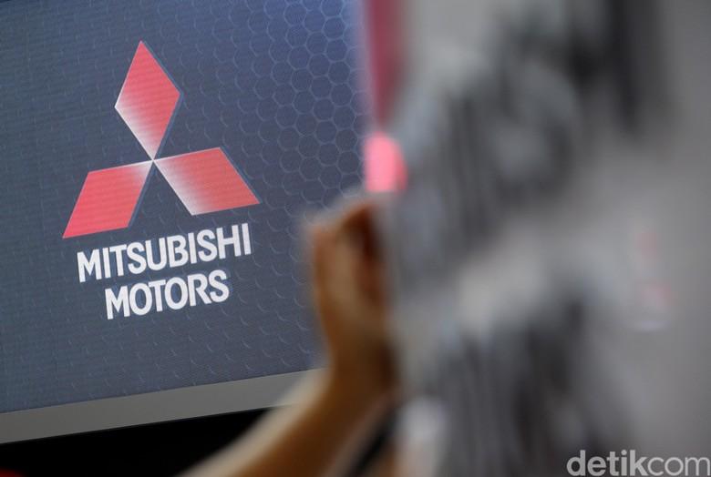 Logo Mitsubishi Motors (Foto: Ari Saputra)