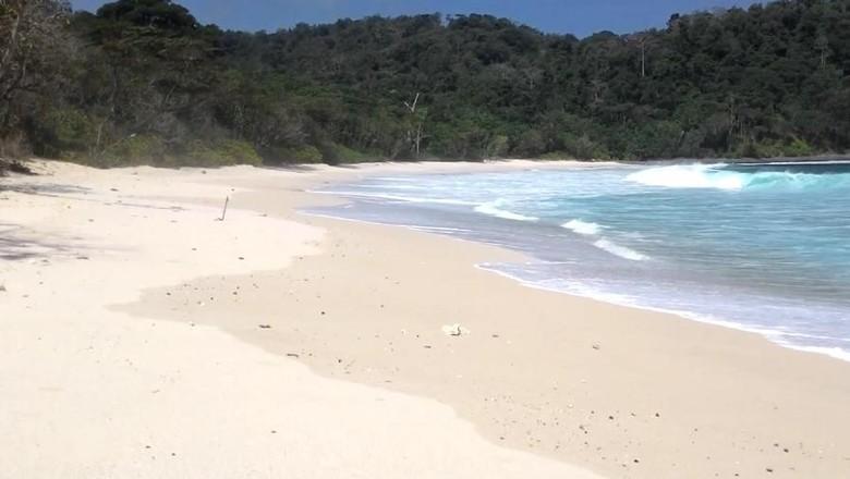 Foto: Pantai Sendiki yang anti mainstream di Malang (@Islah Agus/Youtube)