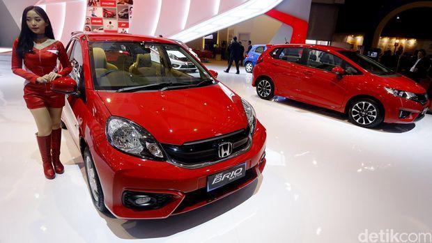 PT Honda Prospect Motor (HPM) meluncurkan tiga model terbaru dalam IIMS 2016. Ketiga model tersebut yakni All New Honda Civic, New Honda Accord, New Honda Brio (Satya dan RS).