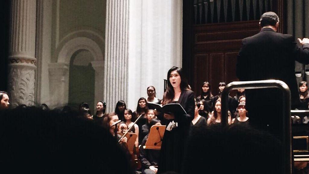 Serunya Mengikuti Isyana Sarasvati Konser Opera di Singapura