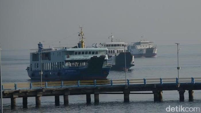 Kapal Feri di Pelabuhan Ketapang Banyuwangi