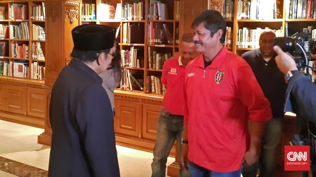 Habibie saat mengundang Indra Sjafri dan pengurus Bali United. (