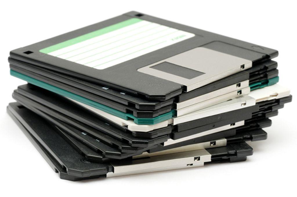 Disket masih bertahan sampai sekitar awal tahun 2000. Sebuah media penyimpanan andalan di masa itu walaupun kapasitasnya begitu kecil dan rentan pula terkena virus. Foto: Istimewa