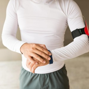 Pakai <i>Fitness Tracker</i>, Efektifkah Bantu Menjaga Kebugaran?