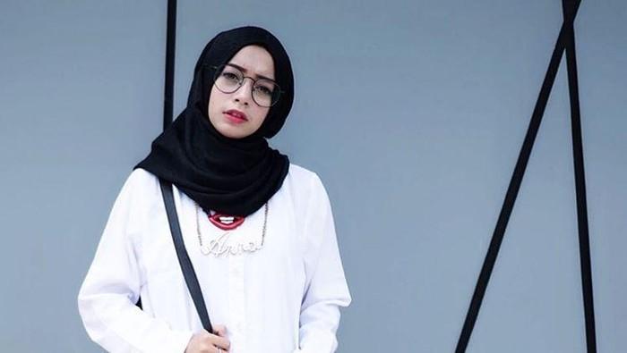 10 Selebgram Hijab Yang Sering Di Endorse Online Shop