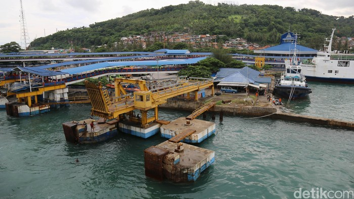 Pelabuhan Merak.