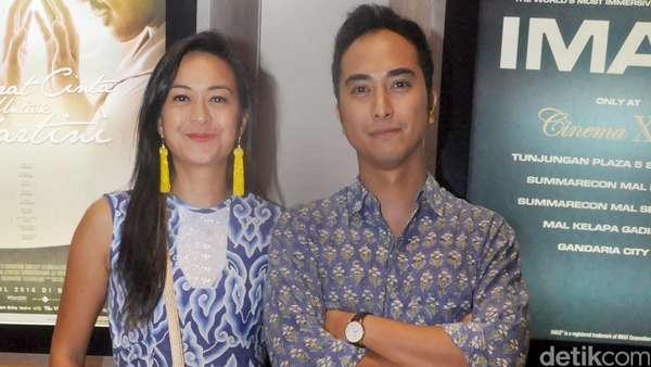 Winky Wiryawan dan Kenes Serasi dengan Warna Biru