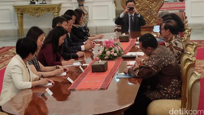 Presiden Jokowi temui perwakilan partai komunis Cina (Foto: Ikhwanul Habibi/detikcom)