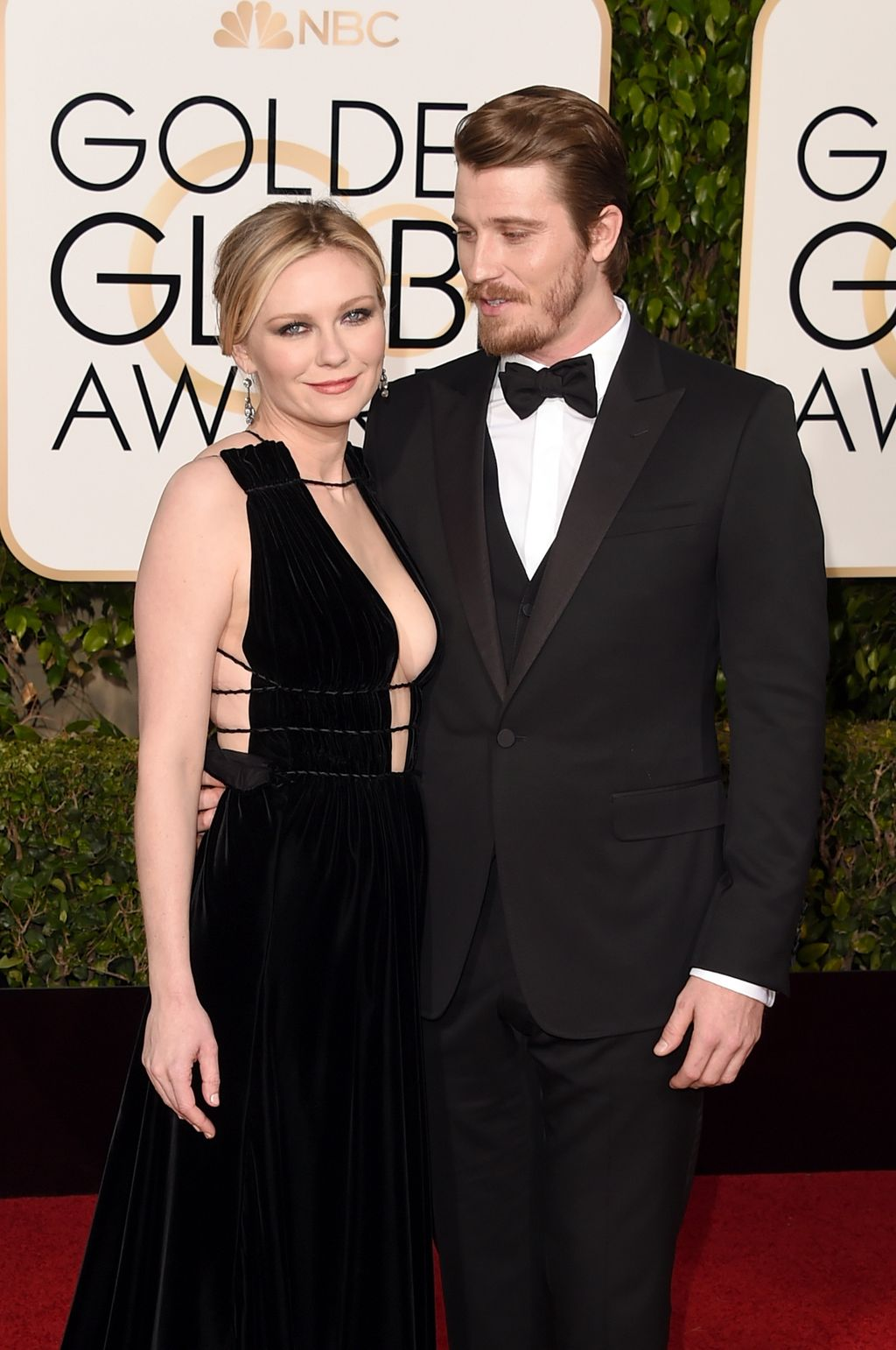 BEVERLY HILLS, CA - JANUARY 10:  Actors Kirsten Dunst (L) and Garrett Hedlund attend the 73rd Annual Golden Globe Awards held at the Beverly Hilton Hotel on January 10, 2016 in Beverly Hills, California.  (Photo by Jason Merritt/Getty Images)