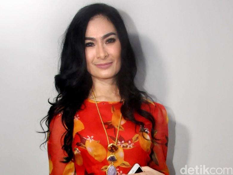 Disebut Sombong Tolak Undangan Jokowi, Ini Respons Iis Dahlia