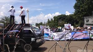Ratusan Orang Demo ke Istana Minta Perekrutan Pendamping Desa Secara Transparan