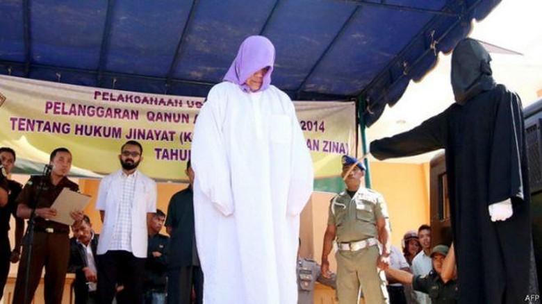 Hukuman Cambuk Pertama Terhadap Non Muslim di Aceh Jadi Sorotan