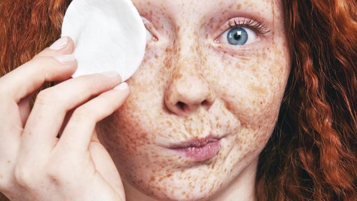 Spons makeup bisa jadi sarang bakteri dan jamur. Foto: Thinkstock
