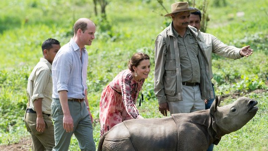 Momen William dan Kate Bersama Anak Gajah dan Badak di India