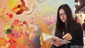 Melihat Renny Djajoesman Bawakan Musikalisasi Puisi