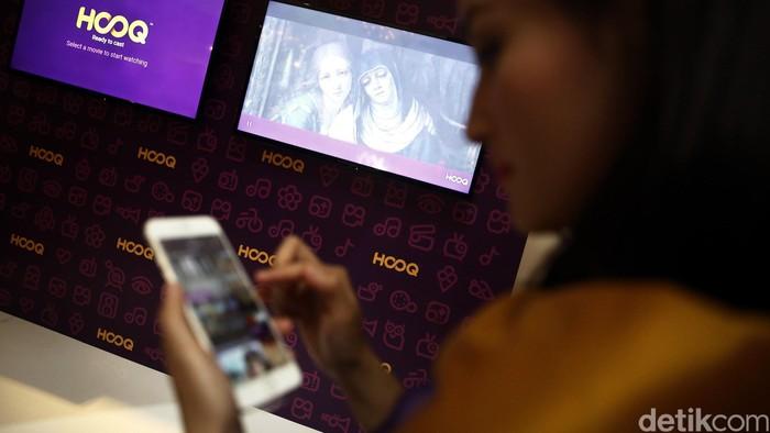 Layanan video on demand pertama dan terbesar di Asia secara resmi hadir di Indonesia, Kamis (14/4/2016). Hanya dengan berlangganan Rp 49,500 perbulan kita bisa menikmati revolusi dunia hiburan film dan serial TV Internasional dan lokal terbaik dengan lebih dari 35.000 jam. HOOQ Menjadi yang pertama di Asia dengan menggandeng tiga perusahaan media raksasa Singtel, Sony Picture dan Warner Bros yang dapat disaksikan melalui berbagai media seperti Komputer, Smartphone, Tablet, Smart TV dan dekoder. (FOTO: Rachman Haryanto/detikcom)