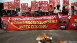 Aksi Demo Teten Masduki di Depan Istana