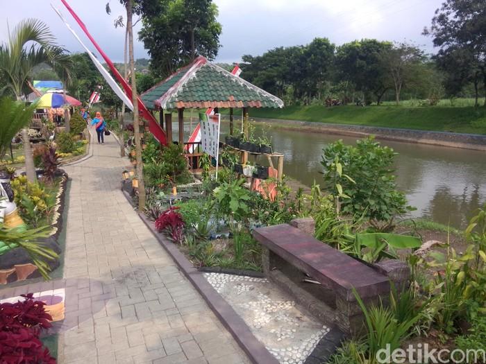 Di Malang, Bantaran Sungai Terbengkalai Diubah Jadi Taman Cantik Seperti Ini