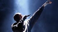 Tepat di bawahnya ada Kanye West dengan pendapatan 26,1 juta USD atau Rp 348 miliar. Angka-angka tersebut dihasilkan dari penjualan album, tur, dan perolehan lainnya. Foto: Gettyimages