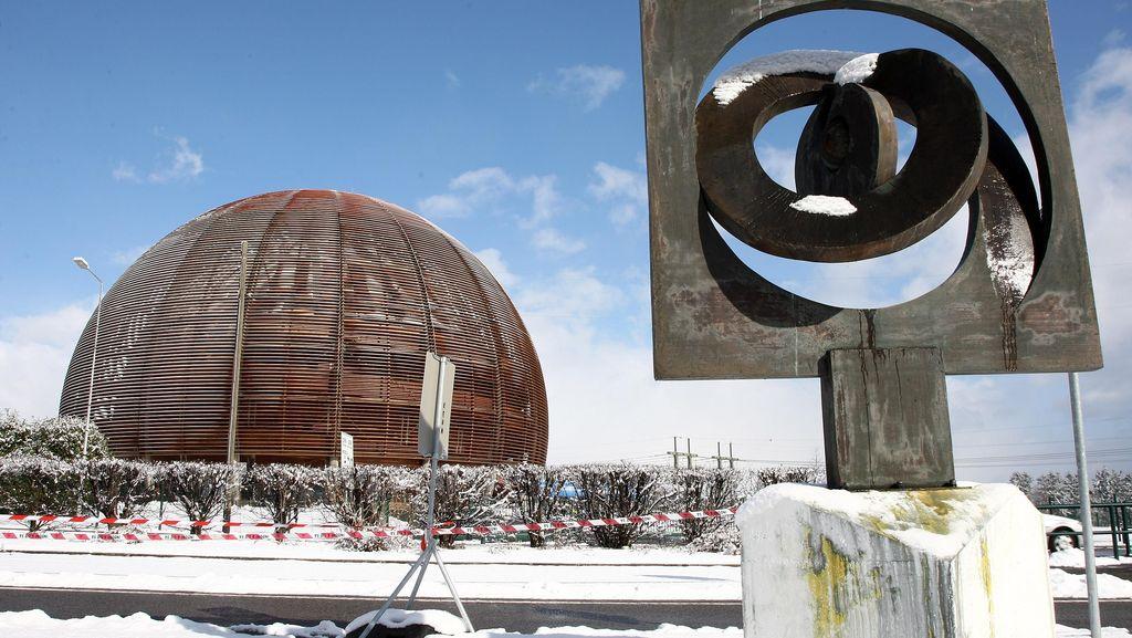 Lisensi Microsoft Kemahalan buat Organisasi Riset Nuklir Eropa