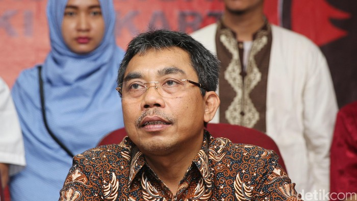 Wakil Ketua Bidang Pemenangan Pemilu DPD PDI Perjuangan DKI Jakarta Gembong Warsono di Kantor DPD PDIP Jakarta, Rabu (20/4/2016)