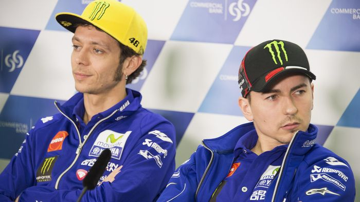 DOHA, QATAR - MARCH 16:  Jorge Lorenzo of Spain and Movistar Yamaha MotoGP and Valentino Rossi of Italy and Movistar Yamaha MotoGP (L) look on during the press conference during the MotoGp of Qatar - Press Conference at Losail Circuit on March 16, 2016 in Doha, Qatar.  (Photo by Mirco Lazzari gp/Getty Images)