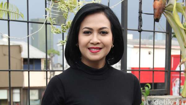 Sundari Soekotjo, Tetap Cantik di Usia 51 Tahun