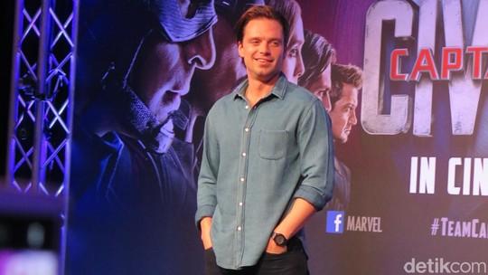 Chris Evans Tanpa Kostum Captain America di Singapura