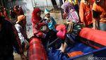 Banjir Melanda, Kartinian Tetap Berlangsung