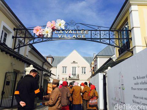 La Valle Village Factory Outlet, Belanja Barang Branded Harga ...
