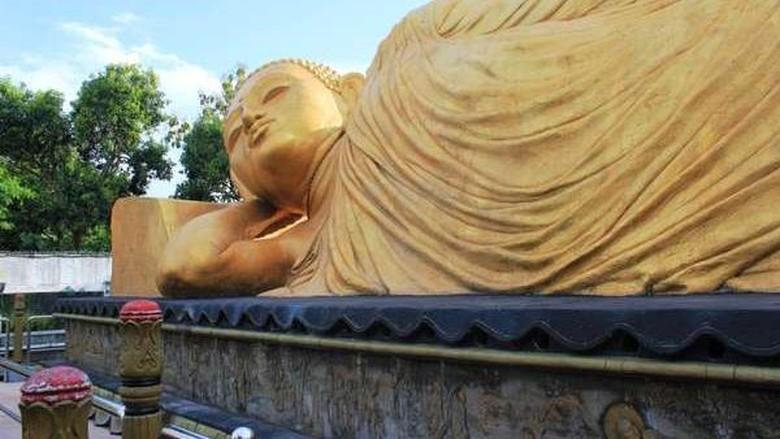 Foto: Patung Buddha tidur di Mojokerto (Dhianna Puspitasari/dTraveler)