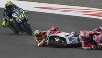 Video Dovizioso dan Zarco Crash Barengan Saat Baru Start