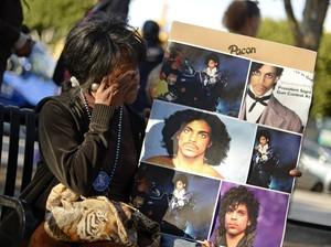 Duka Para Fans Melepas <i>The Purple One</i> Prince