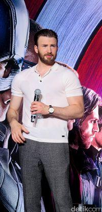 Latihan keras di gym dan diet tinggi protein jadi rahasia badan kekar Captain America.